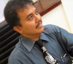 Roy Suryo membantah dirinya memeras Luna Maya melalui SMS